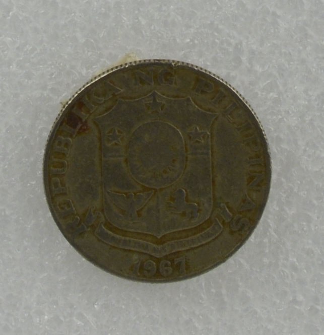 """50c coin owned by Loribelle Lorenzo. Shows Marcelo Del Pilar, with the coat of arms of the Philippines on back. Words in Tagalog: """"Republika ng Pilipinas"""".   Any views, findings, conclusions, or recommendations expressed in this story do not necessarily represent those of the National Endowment for the Humanities. [Copyright] Field Museum of Natural History - CC BY-NC"""