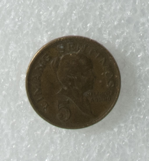 """5c coin owned by Loribelle Lorenzo. Shows Melchora Aquino with the woman who sewed the Filipino flag. The coat of arms of the Philippines is on back. Words in Tagalog: """"Republika ng Pilipinas"""".   Any views, findings, conclusions, or recommendations expressed in this story do not necessarily represent those of the National Endowment for the Humanities. [Copyright] Field Museum of Natural History - CC BY-NC"""