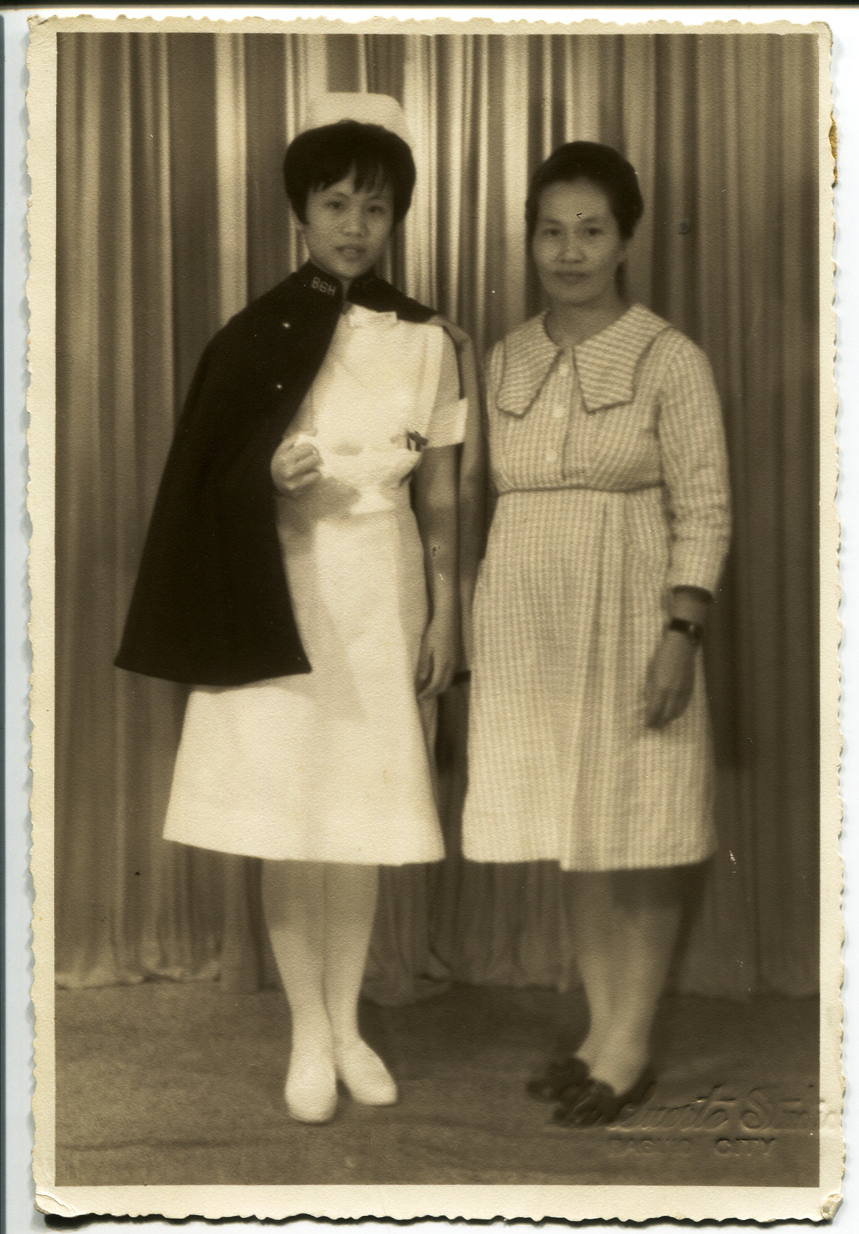 Carol Lamen's mother Melba (left) and grandmother Rosalind (right), taken in Baguio, Philippines.   Any views, findings, conclusions, or recommendations expressed in this story do not necessarily represent those of the National Endowment for the Humanities. [Copyright] Field Museum of Natural History - CC BY-NC