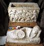 105231: Alabaster burial urn, figures